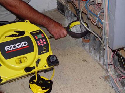 Использование генератора сигналов SeekTech ST-33Q RIDGID с индукционными клещами SeekTech RIDGID