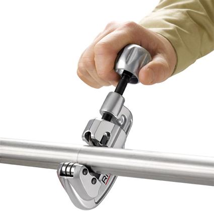 Пример использования трубореза с винтовой подачей для стальных труб и труб из нержавеющей стали 35S RIDGID