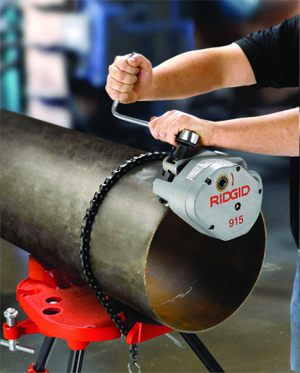 накатка желобков с помощью переносного верстака с цепными тисками TRISTAND 460-12 RIDGID