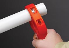 проверка линии отреза трубы труборезом для пластиковых труб P-TEC 3240 RIDGID